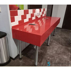 Сантехнические столешницы в общественный туалет в Перми